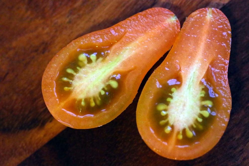 Cherry_Tomate_aufgeschnitten
